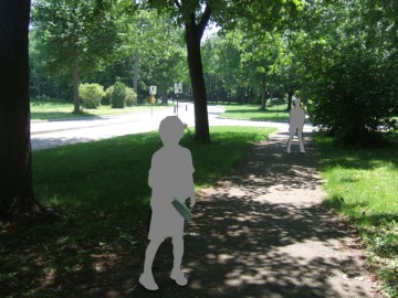 アングリニョン公園の並木道。手前にフリスビーを持った子供。