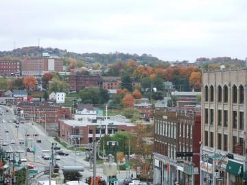 シャーブルックの町の歴史のある街並みと紅葉。少し角度で撮影。