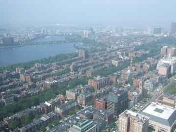 プルデンシャルタワーから撮影したボストンの街とチャールズ川。