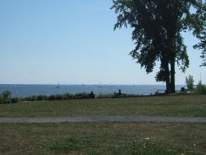 レイクショア・ロードの景色。目の前にセントルイス湖。