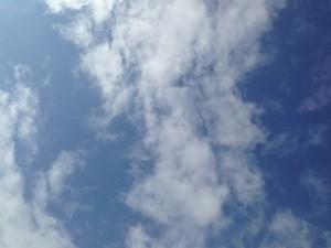 青い空と白い雲。