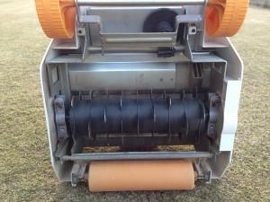 根切り刃を装着したリョービ/RYOBI リール式芝刈機 LM-2800。