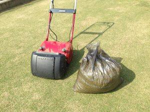 バロネスLM12MHとゴミ袋1杯の刈り芝。