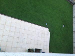 2016年8月22日の朝の裏庭の芝生。2階のバルコニーから。西側。